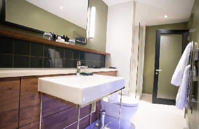 The Counting House Hotel Bank London - premium double bathroom