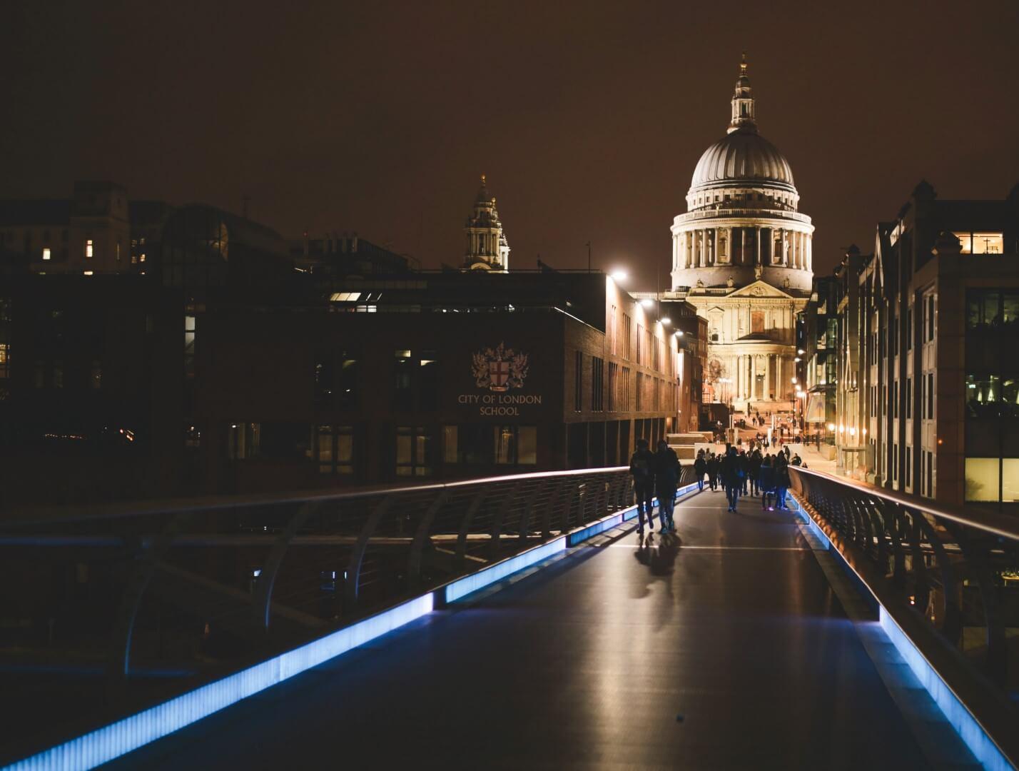 st pauls cathedral at night